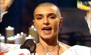 Sinead O'Connor i 1992 (Foto: Wikimedia Commons)