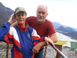 I fjor var ekteparet Wenche og Jan Erik Svensson på ferie i Romsdalen. I kveld åpner de hjemmet sitt i Lillehammer for bokfolket. (Foto: Privat)