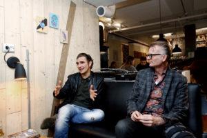 En vill en: Sindre Kartvedt (t.h.) har skrevet bok om Dumdum Boys. Her sammen med Kjartan Kristiansen. (Foto Kristin Svorte)