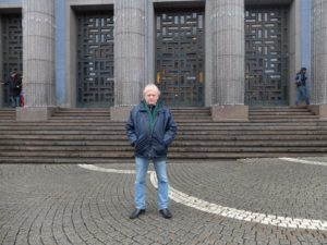 Leffe foran Stockholm Konserthus, 40 år for seint. (Foto: Vibeke Borgersen)