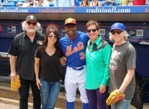 Er baseballspilleren fan av Baseball Project? Eller er det Peter Buck, Linda Pitmon, Steve Wynn og Mike Mills som er fan av NY Mets-spilleren? (Foto: Baseball Project Facebookside)