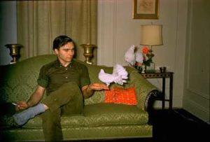 Joe Campbell ga en due i bursdag til sin elskede. (Foto: Livingroom.com)
