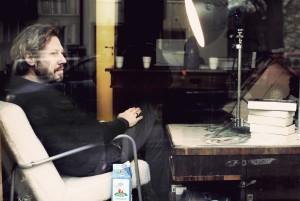 Carl-Johan Vallgren balanserer mellom sosialrealisme og fabulerende fantasi i sin nye roman «Havmannen». (Foto: Albert Bnnier förlag)