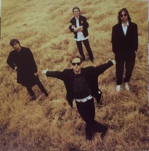 R.E.M., slik de framstår på innercoveret til «Out of Time». (Foto: platecover/Warner Brothers)