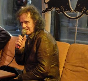 Donovan fortalte entusiastisk om sine mange år i musikkbransjen på Kulturhusetunder byLarm . Tirsdag 10. mai fyller han 70 år.