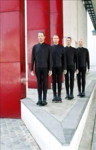 Kraftwerk bruker maskiner til å formidle følelser. (Foto: Kraftwerk/All Music)