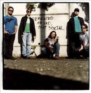 Pearl Jam har solgt 17 millioner av sine to første album. Nå er de klar med tredjealbumet «Vitalogy». (Foto: Steve Gullick/AllMusic)