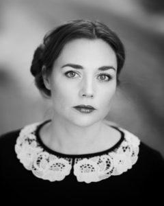 Hun er utdannet keramiker og billedkunstner - og skriver. Nå er Catherine Blaavinge Bjørnevog aktuell med sin første diktsamling. (Foto: privat)