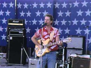 I 1986 spilte Roger McGuinn både i Oslo og Bergen - og på Live Aid, hvor dette bildet er fra. (Foto: You Tube)