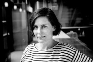 «Vær snill med dyrene» er Monica Isakstuens tredje roman. I kveld kan hun få Brageprisen for den. (Foto: Paal Audestad/Tiden Norsk Forlag)